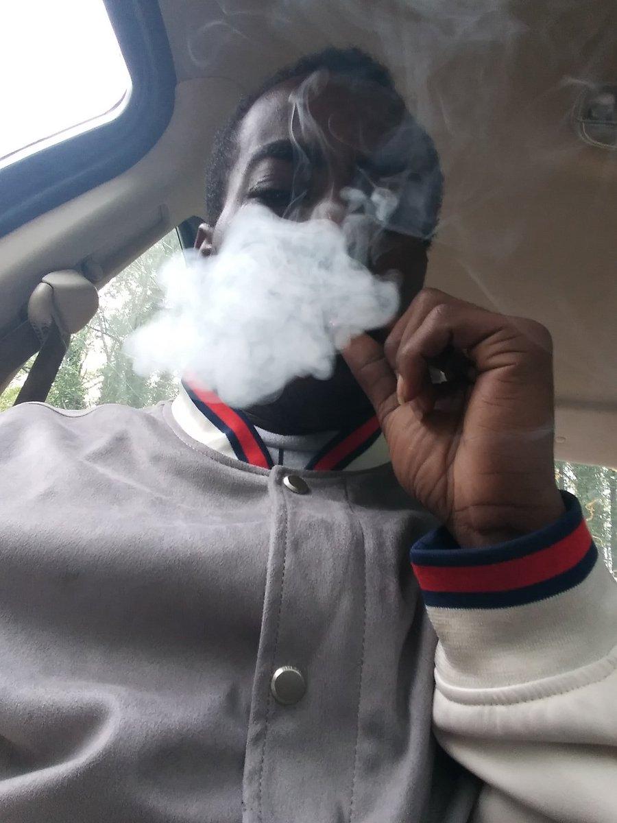 Shhhmokkeeeeen #WeedLovers #weedsmokers #lightup #420allmonth #420boys #twitchstreamer #gamerboy #gamerguy #tumblrboypic.twitter.com/EZCutMttA7