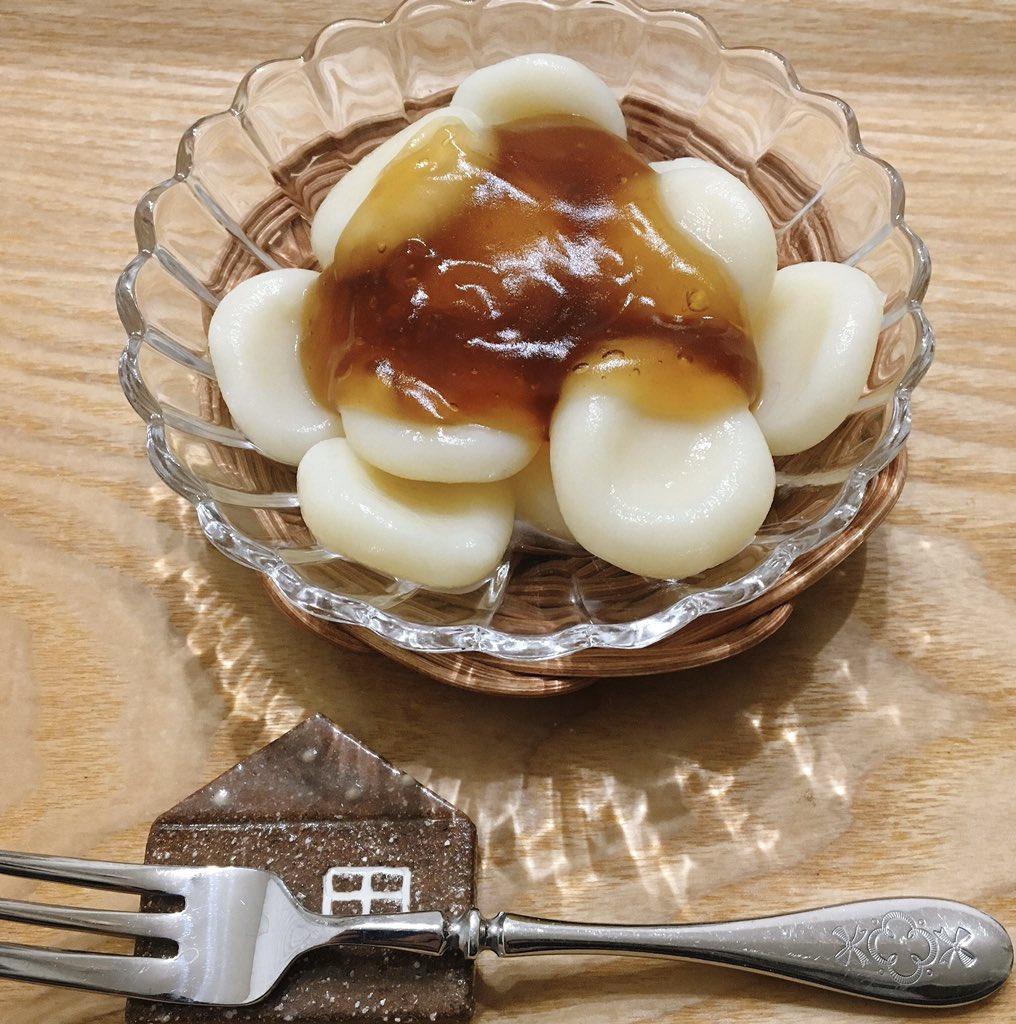 クックパッドのchiro☆emiさんのレシピを参考に、アイラップに米粉とぬるま湯を入れてもみもみ。少し緩かったので大豆粉を追加してみた。あまじょっぱいタレともちもちの団子が美味しい〜。米粉で☆みたらし団子 by chiro☆emi  #cookpad