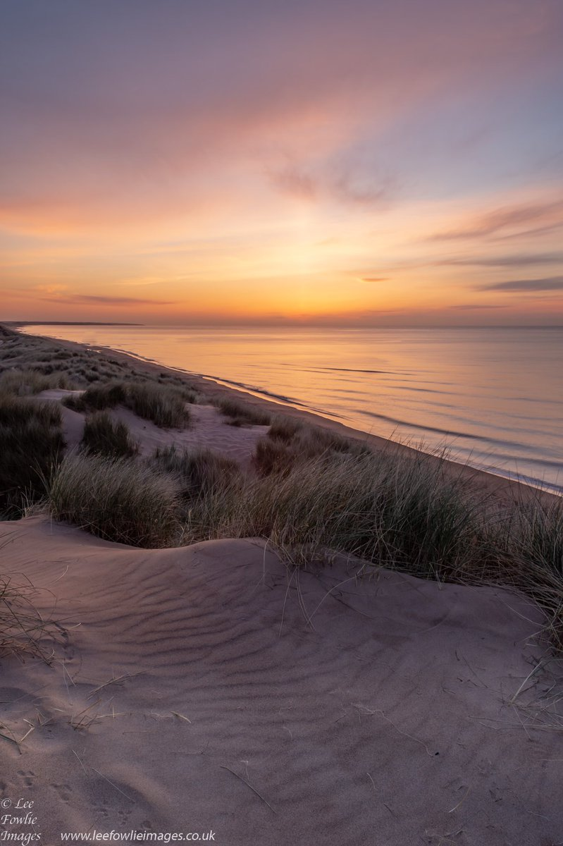 Sunrise Balmedie Beach #nikon #nikonD7200 #ScotlandisNow #photooftheday #landscape #OutAndAboutScotland #landscapephotography  #VisitScotland #PhotoHourpic.twitter.com/QBxqKkJf7R