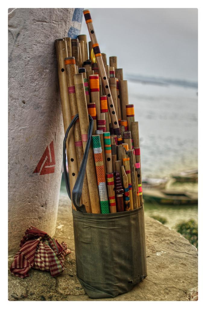 Varanasi . Shot on #nikond5300 #nikon . . #india #streetphotography #asia #varanasighats #varanasi #banaras #travelwithtarun #lonelyplanetindia  #yourshotphotographer #myspc #nycphotographer #indiaspc #mypixeldiaries #street_vision #street #traveldiaries #apfmagazine #lensculturepic.twitter.com/B1ZB3Es440