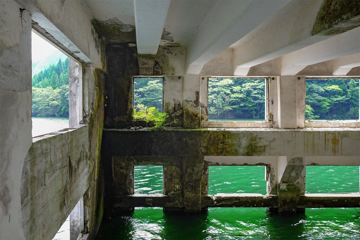 水中ダンジョンの入り口がある廃墟 https://t.co/qHRhJyHSXP