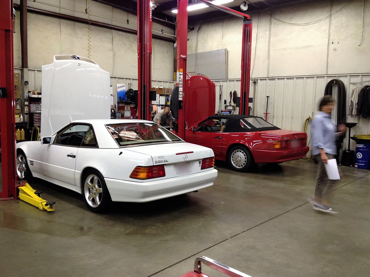 NORTH CAROLINA: The Foreign Service needs experienced #MercedesBenz #Technicians for their Raleigh facility. NO FLAT RATE, straight hourly pay with excellent benefits, plus paid health insurance and more. #NCjobs #autojobs #hiring Follow link for details, http://www.needtechs.com/dealers_search_results.php?ad_num=219895…pic.twitter.com/J9rTV7oV3p