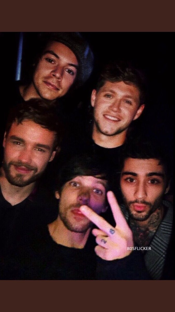 this is what they would look like it the boys got the band back together#LouisTomlinson #HarryStyles #NiallHoran #LiamPayne #ZaynMalik #larrycode #LarryStylinsonpic.twitter.com/kq1vqsf3MP