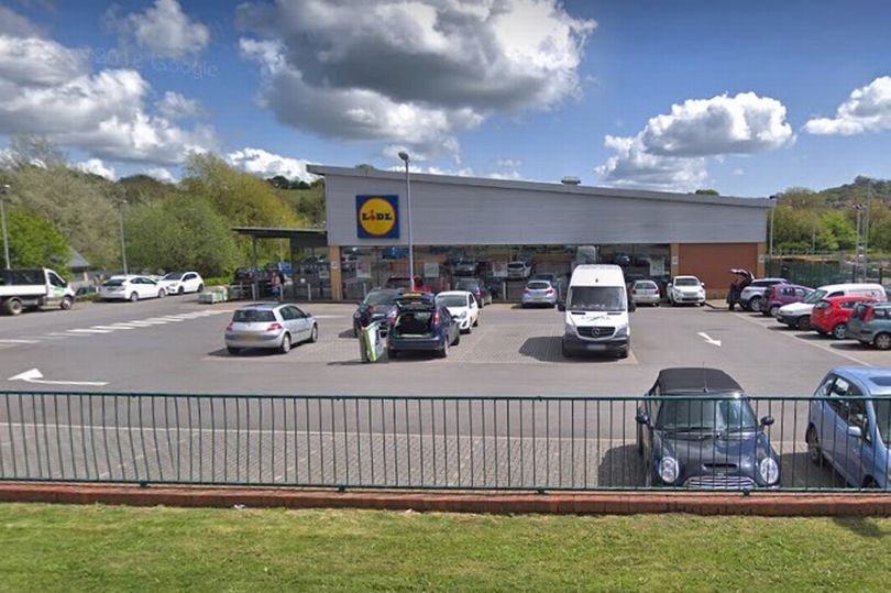 Young man licked his fingers and rubbed them onto food in Lidl mirror.co.uk/news/uk-news/c…
