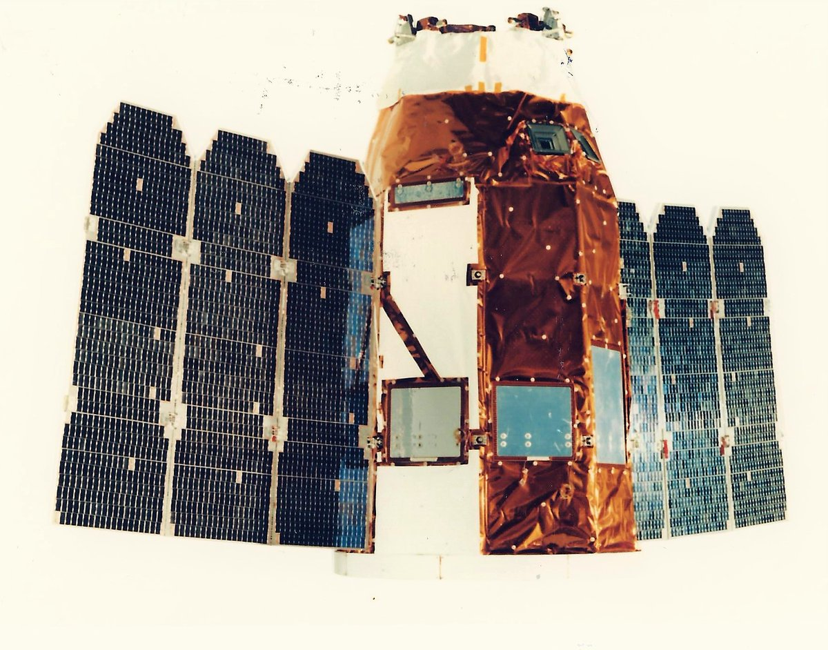 25 years ago today, Ofek 3, Israels FIRST operational remote sensing satellite was successfully launched to lLEO by Shavit SLV - indigenously designed and built in Israel. (scans of pictures I got 25 years ago from @ILSpaceAgency and @ILAerospaceIAI