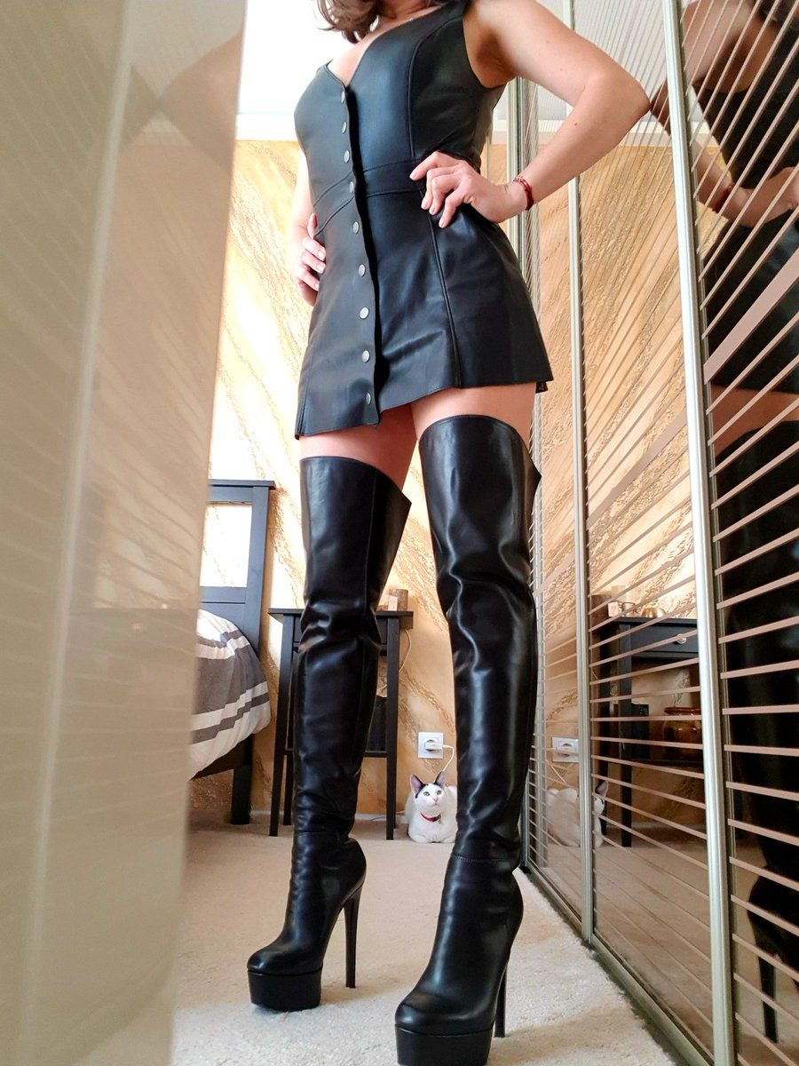 No, you can't see my deep brown #eyes. You must earn your #right to raise your forehead from my #boots to glance at me, #QueenDom, #LenaFox. #worshipme #goodboy #obeypic.twitter.com/UNpXhegyJB