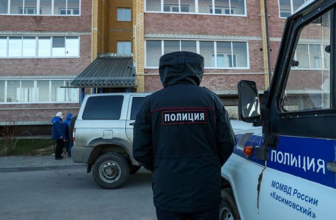 SELO U KARANTINU! Rus ubio pet osoba jer su mu  galamili ispod prozora!