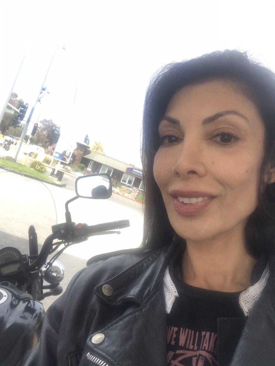 Perfect #socialdistancing.!!!!! Just me & my #vulcan650s #motolife #kawasaki #motorcycles #womenwhoride pic.twitter.com/wAOR784vCK