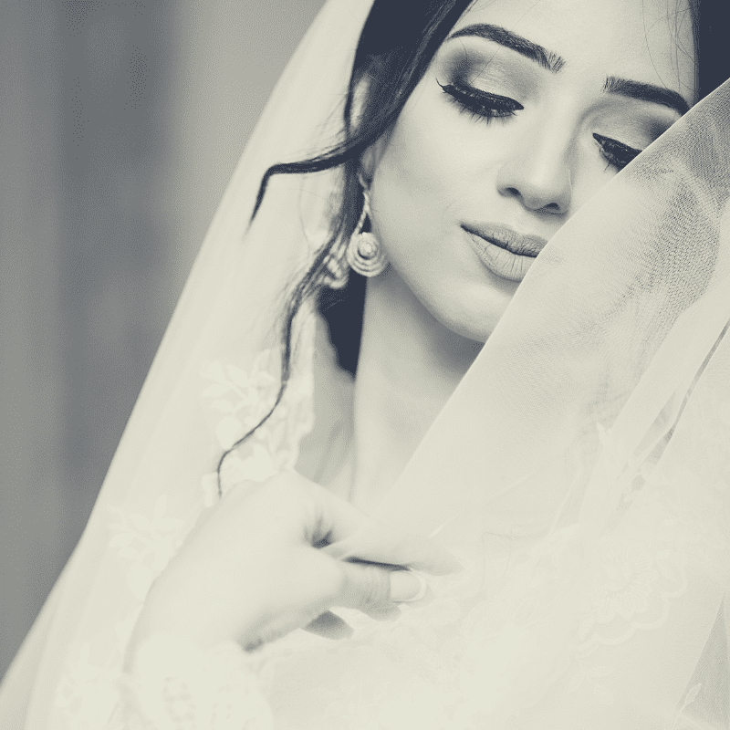 Will you be wearing a #veil on your #weddingday? Check out our guide to choose a #bridalveil that compliments your #weddinggown. https://bit.ly/2ZxW5xJ #weddingdress  #bridestobe #weddingdaylook #weddingveil #bridalblog #bridestyle #bridalideaspic.twitter.com/GptW4mXKne