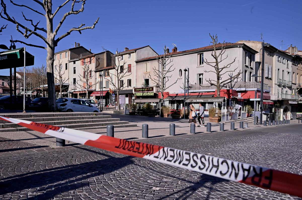 Knifeman in France kills two in attack, terrorism inquiry opened