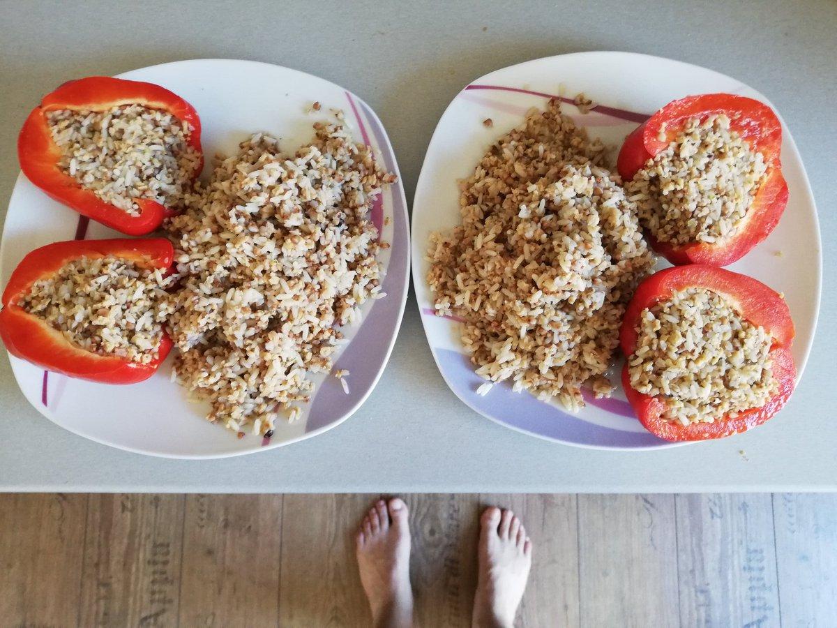 footblogger oder foodblogger, jedenfalls hab ich hier essen für zwei pic.twitter.com/qEvZf3a65G