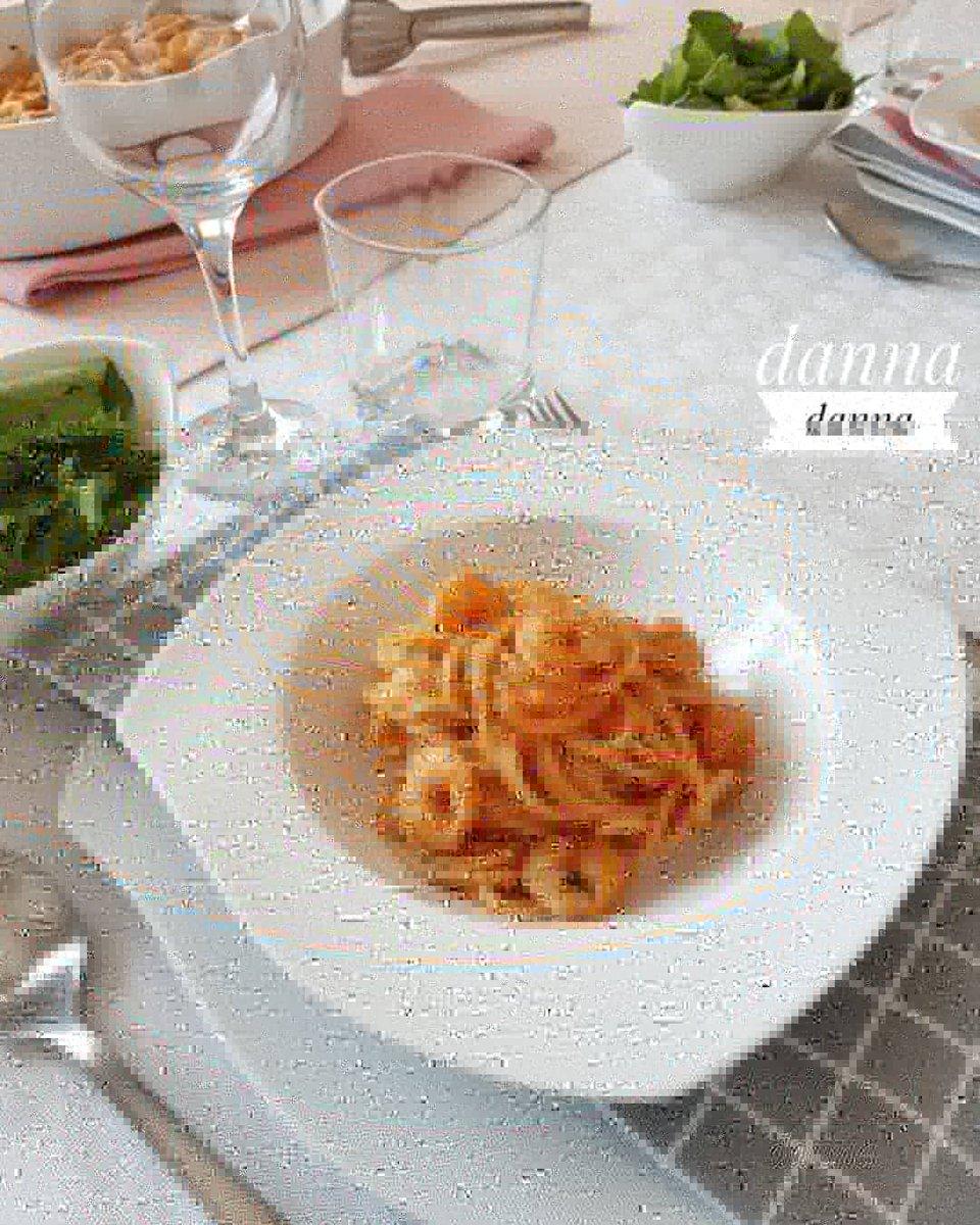 Gamberi na crveno • • • #bakewithdanna #food #foodofinstagram #foodie #fish #tablesetting #foodblog #foodblogger #potato #parsley #tablesetting #gamberi #tasty #spagheti #delicious #foodpic #tomato #foodpics #vine #pasta #oloveoil #shrimps #foodblogger #onionpic.twitter.com/zPDltz3RWj
