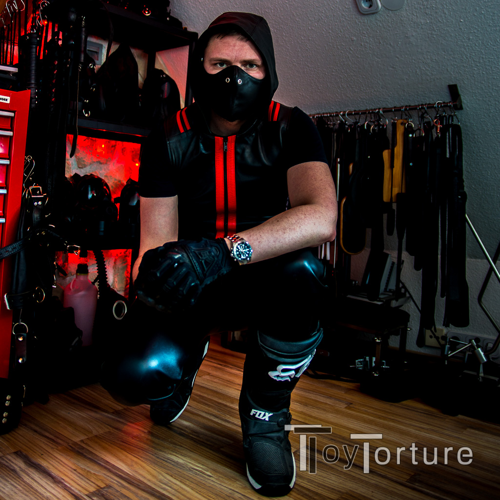 "test Twitter Media - I often get asked ""Hey, is it allowed to combine X fetish gear with Y?""  Fuck yeah! Fetish is what get's your dick hard!  As a proof of concept: You cannot only combine #sexboots with MX or rubber but also with leather 😈 #TheGearStaysOn https://t.co/axathEkkcq"