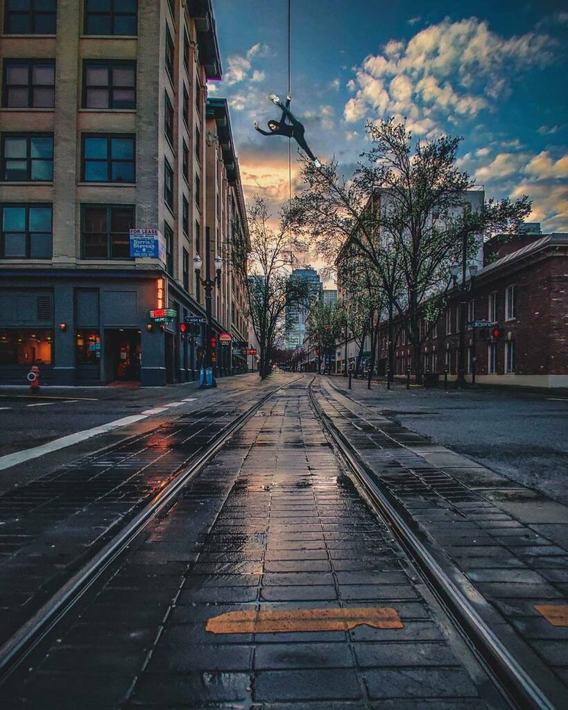 Repost  @jinwrightphotos ・・・ Hanging around this town on the corner . . . . . . #depthobsessed #visualmobs #cityphotography #citykillerz #citylimitless #cityunit #city_explore #citygrammers #streetgrammers #downtownpdx #portlandor #pnw #city_clickz … https://instagr.am/p/B-mjf0Bheqb/ pic.twitter.com/lQSXn580As