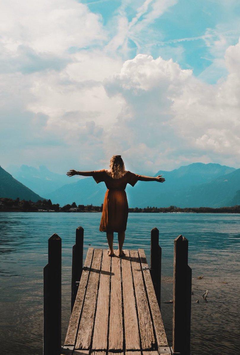At the waters edge... Geneva, Switzerland  #photography #Switzerland #lake pic.twitter.com/Zg37HBlkW6