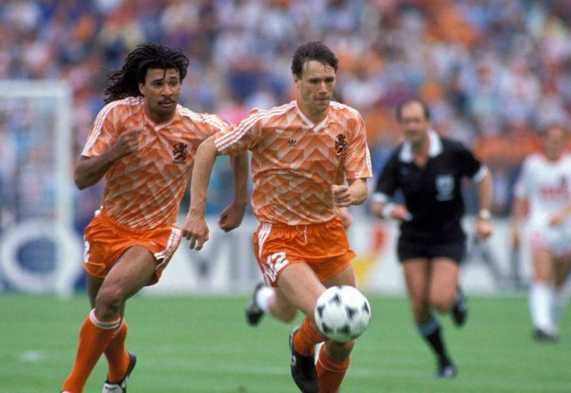 Los holandeses Van Basten y Ruud Gullit #holanda #ilovethisgame pic.twitter.com/8PecNuUX99