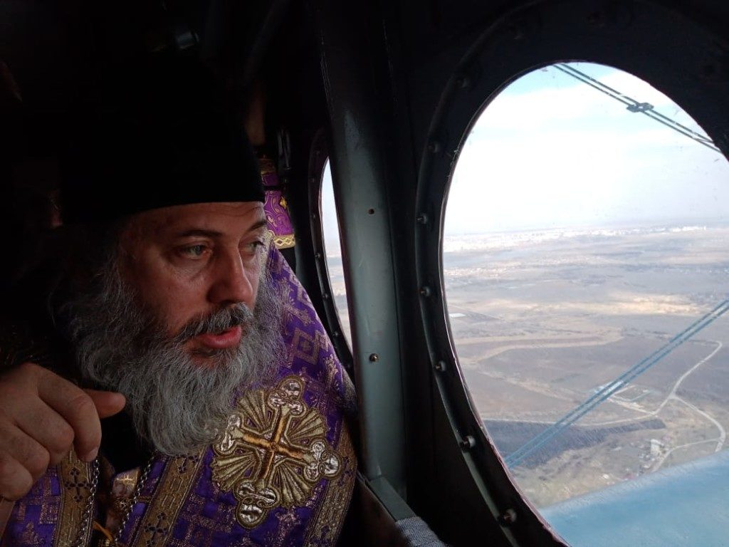 Russia's Orthodox Church is getting inventive v coronavirus.   Following the Patriarch's drive-by blessing round the Moscow ring-road, priests in Volgograd have taken to the sky with icons, song & prayer for an 'airborne procession' vs the 'destructive epidemic & fatal infection' pic.twitter.com/KeMrW0dfb9
