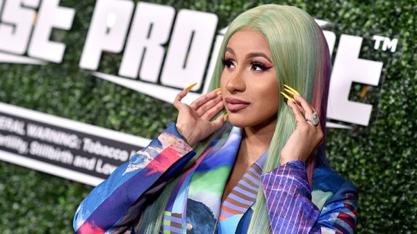 Cardi B donated 20,000 meal supplements to New York medical workers bit.ly/2XcKt51