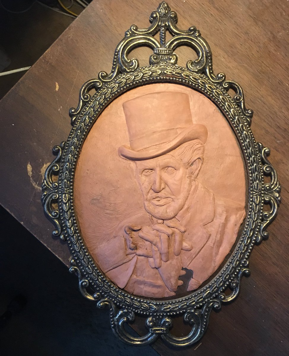 A bit more refinement on this before the two parts are joined for finishing and molding. #art #ArtistOnTwitter #artistsoninstagram #clay #clayart #darkartist #horror #horrorart #portrait #VincentPrice #commissionsopen #hauntedpalace #sculpture #sculptor #FANART #RossTallentArtpic.twitter.com/w9zSjLCLqB