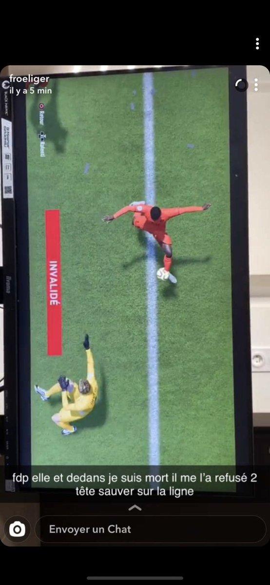 Thank's @EASPORTSFIFA  perdre le match alors que le ballon et dedans pic.twitter.com/l4gMHXEMl2
