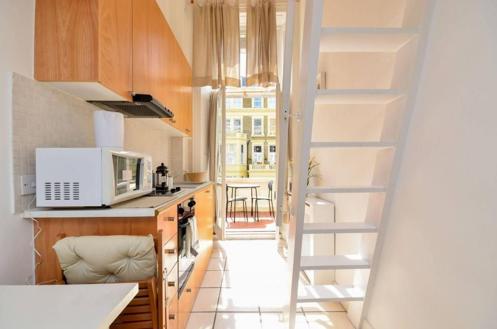 Check out this  modern self-contained studio flat located in Penywern Road in Earls Court. It has an open plan kitchen, mezzanine floor with the bedroom area and your own private balcony, which you can use no matter the weather #Londonliving #LondonLife #StudioFlat #Londonerpic.twitter.com/CxQ5KOl8Zh