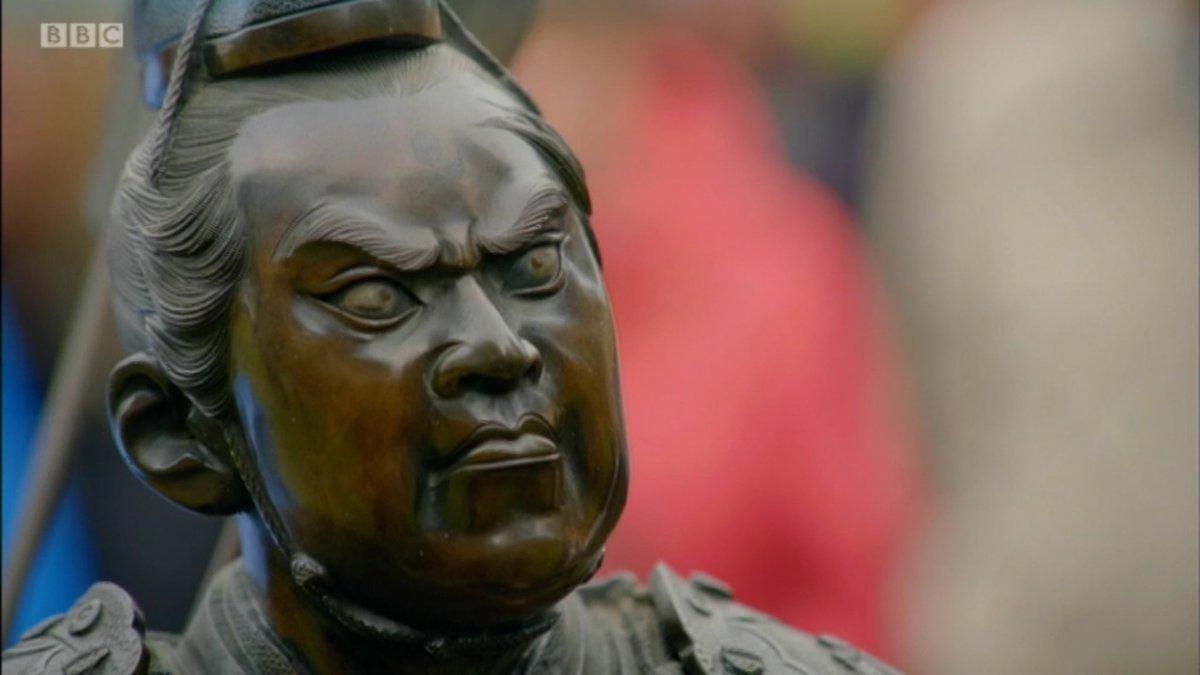 A sculpture of a samurai warrior having a shit #antiquesroadshowpic.twitter.com/wPpjmwibFu