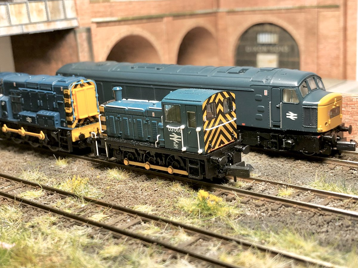 46053 stabled in the sidings with resident shunters 08793 & 03066 at Eastern Dock #NGauge<br>http://pic.twitter.com/vPhtkTWn7F