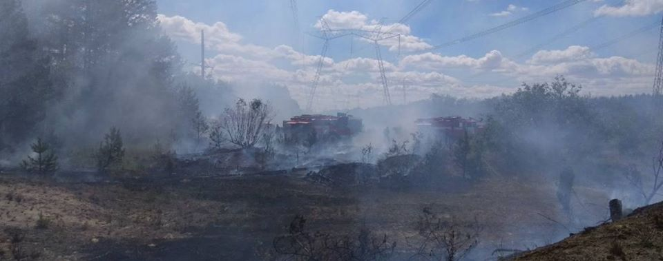 BREAKING: The fire in the #Chernobyl zone is still being tried to extinguish. It burns about 250 acres of forest. In some places, the radiation level reaches 2.3 Microroentgen/Hour at the norm of 0.14 #Ukraine #newspic.twitter.com/pdhpFL7el4