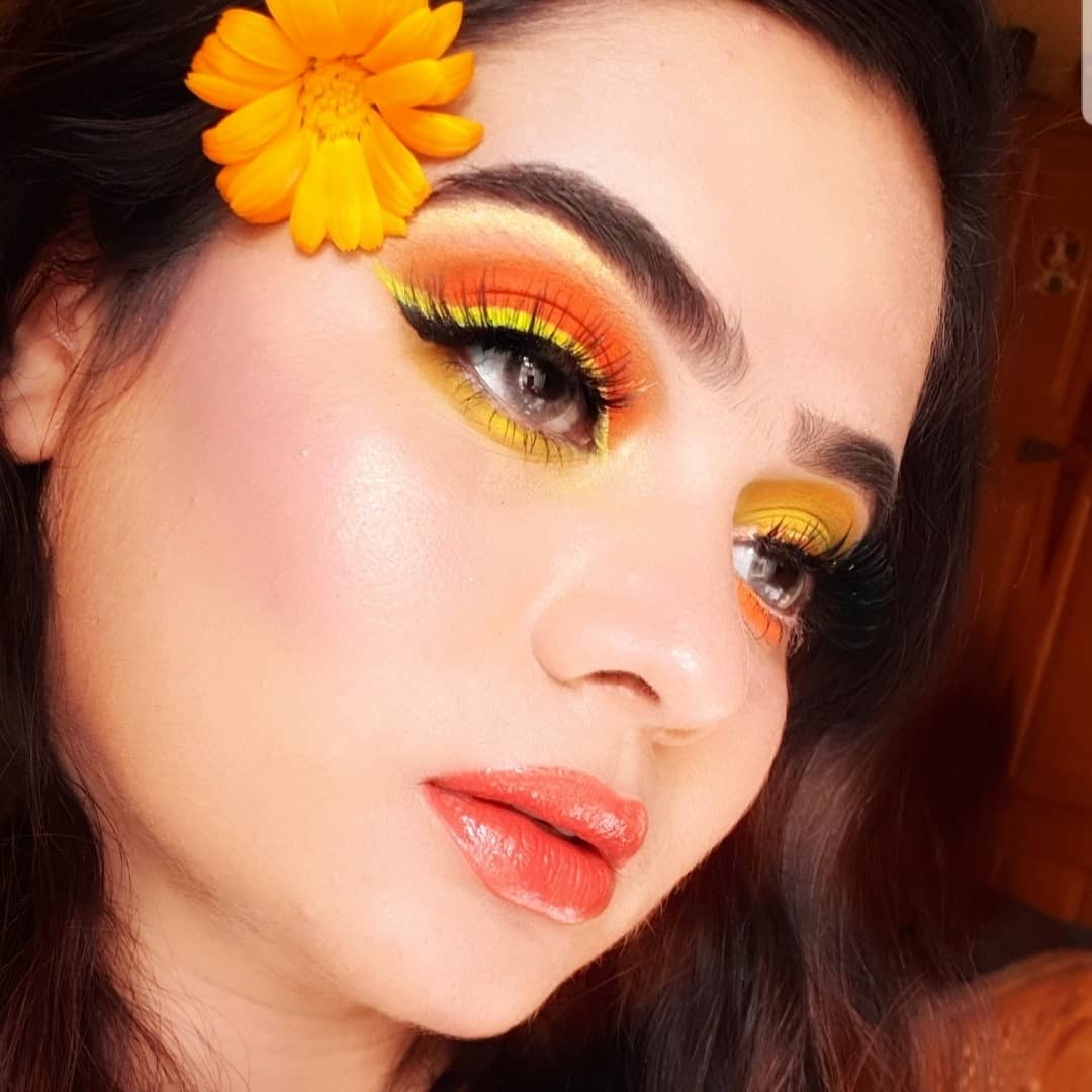 @ABHcosmetics  spring look My 2 FAVRT colours A5 and E4 #abh dipbrow gell dark brown  @norvina vol 3 pro palette shade using A5 ,E4 ,C1 #abhliquidliner  And Abh liquid lipsticks neon coral and crush shade both together pic.twitter.com/kg9JKdQrWI