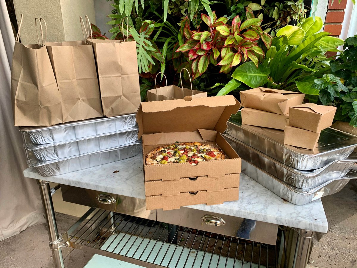 A reminder to #giveback if you can. Thank you to our Naples first responders, who received a comforting meal on the house this week. While you support us, we're here to support you. #stayconnectednaples @ParadiseCoast @3rdStreetSouthpic.twitter.com/sYsEQJtlvn