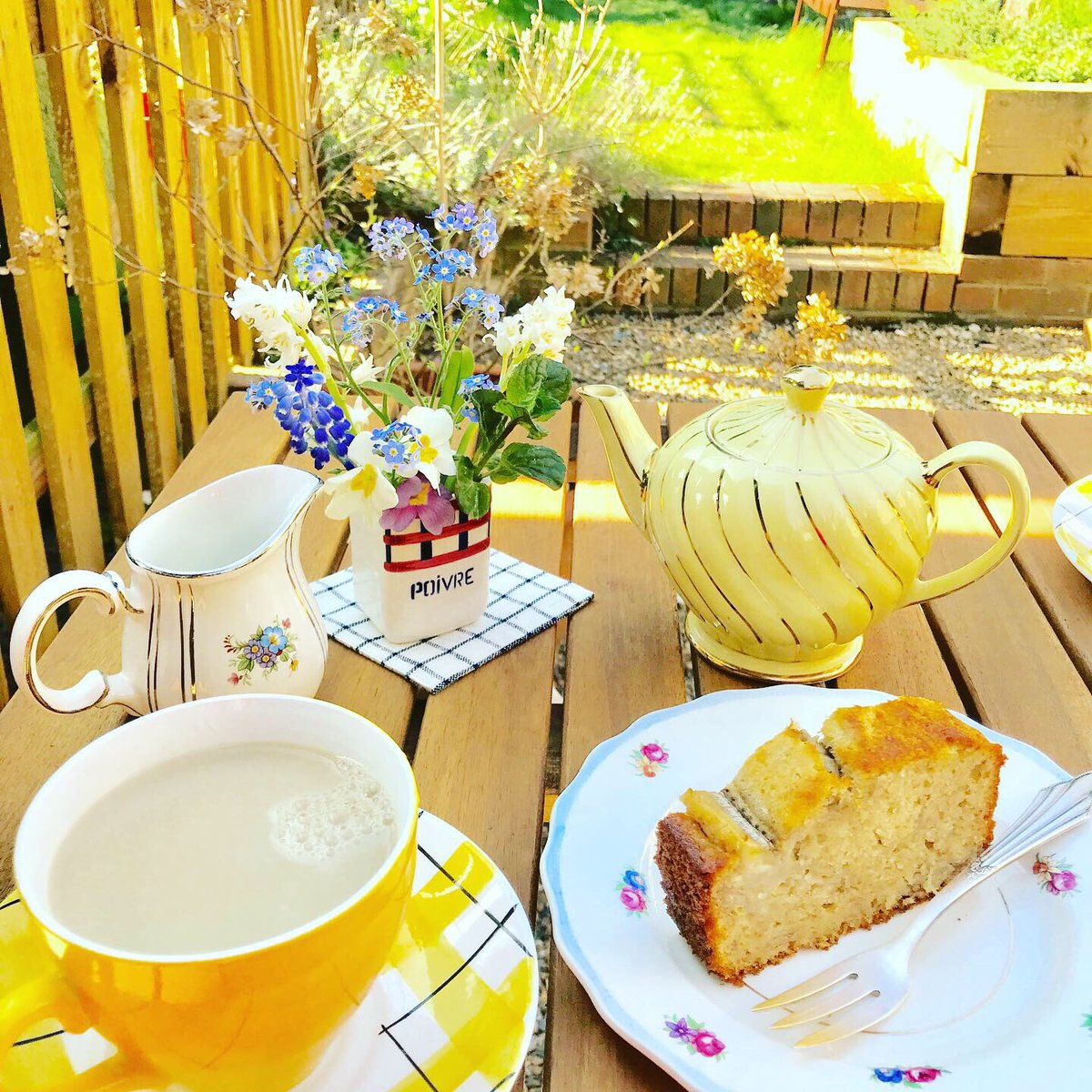 ✳︎ #travellingmadeleine_cafe ✳︎ That was the perfect weather for #garden #homecafe ! The cake of the week is banana cake by my mister.  #table #vintage #vintagechina #teatime #antique  #sweets #vintagelifestyle  #londonlife pic.twitter.com/Cdc4HoJbvv