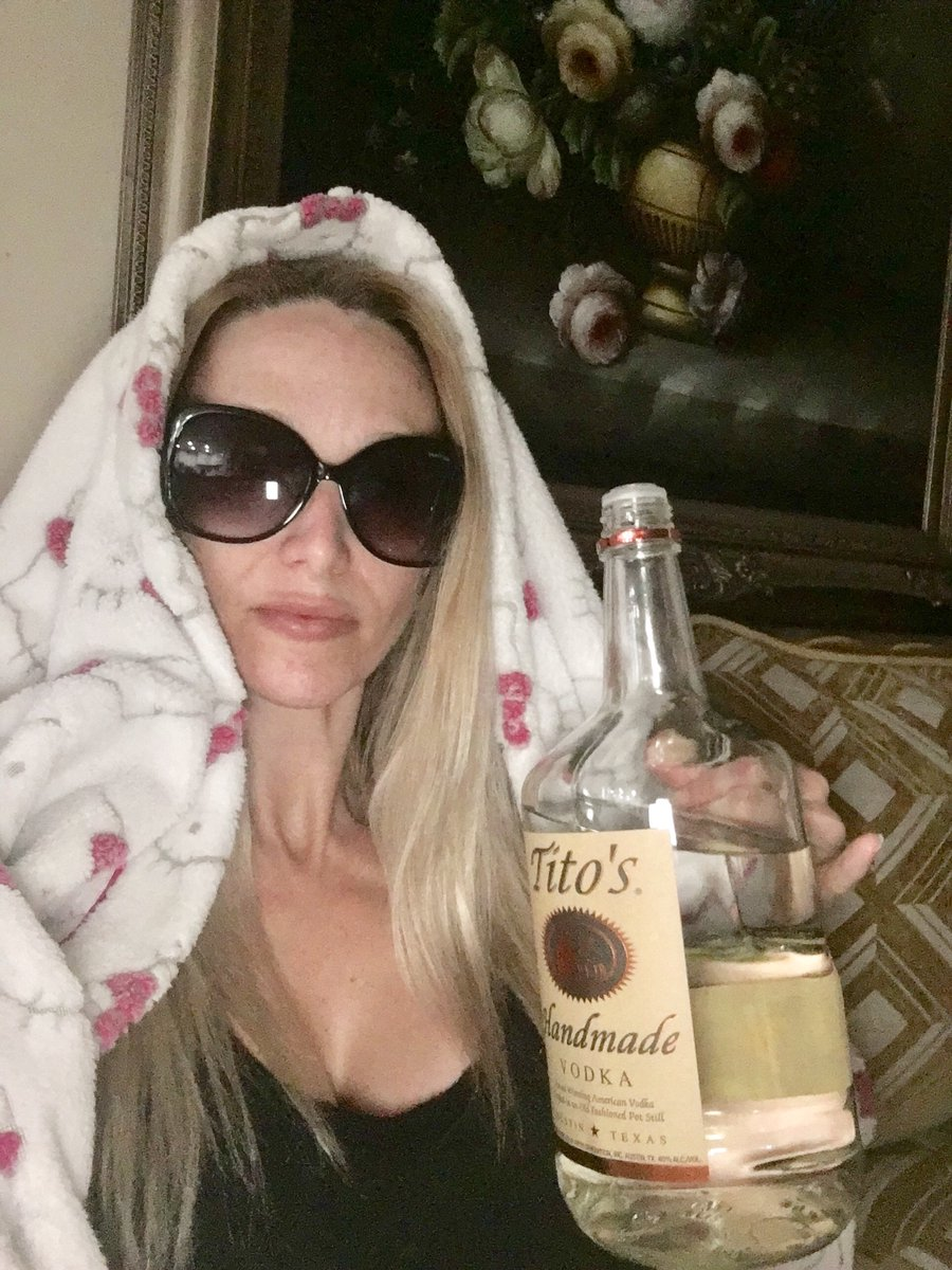 This quarantine BS has me this level of bored. So, lets see what yall got...recreate the meme! (Yes, I own a Hello Kitty robe & spend 90% of my time makeup free...dont judge me! 🤣)