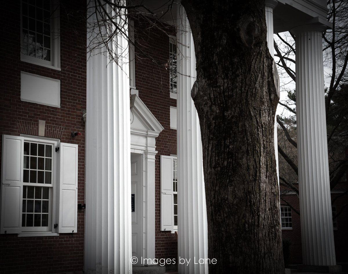 "New photo! ""columns and a tree"" Location: Concord MA Shot this afternoon  Images by Lane: http://www.imagesbylane.com   #columnsandatree #architecture #columns #tintedphotography #originalphotography #photoart #ImagesbyLane #NewEngland #ConcordMA #NikonD810 pic.twitter.com/IgDuVQeU3P"