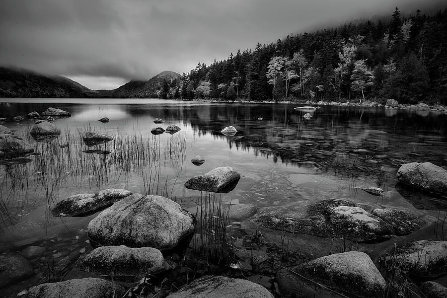 Art for the Eyes! This image was taken at Bubble Pond in Acadia National Park. https://buff.ly/2pdtcGw #acadianationalpark #Lakeview #artwork #blackandwhite #blackandwhitephoto #FAA #artlover #landscapelovers #wallart #picofthedaypic.twitter.com/wZd5aDz8UA