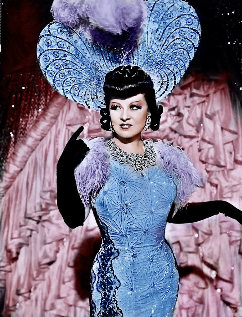 Mae West in the movie Every Days A Holiday 1938. #MaeWest #Hollywood #movies pic.twitter.com/Of4IIkxiAI
