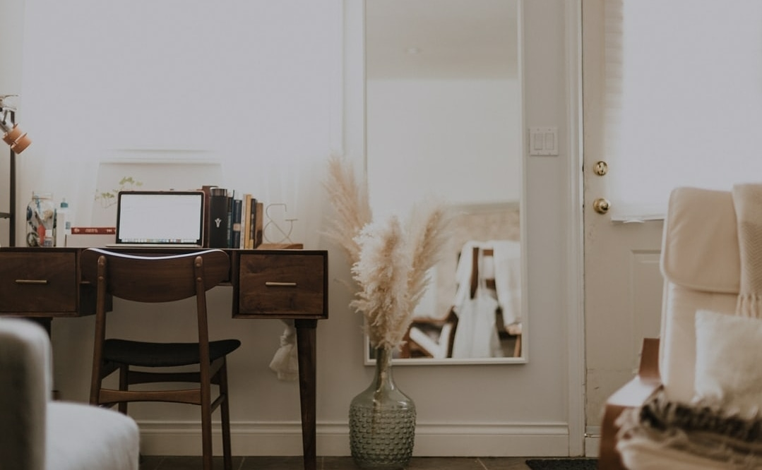 White is so versatile! So don't forget to try it out when painting your home.   #professionalpaintingcompany #prostousingpros #paintersgonnapaint #renovateyourspace #homeimprovement #homedecor #homedesign #utahinteriordesign #interiordesign #thepainterbropic.twitter.com/5zHmvLaeUp