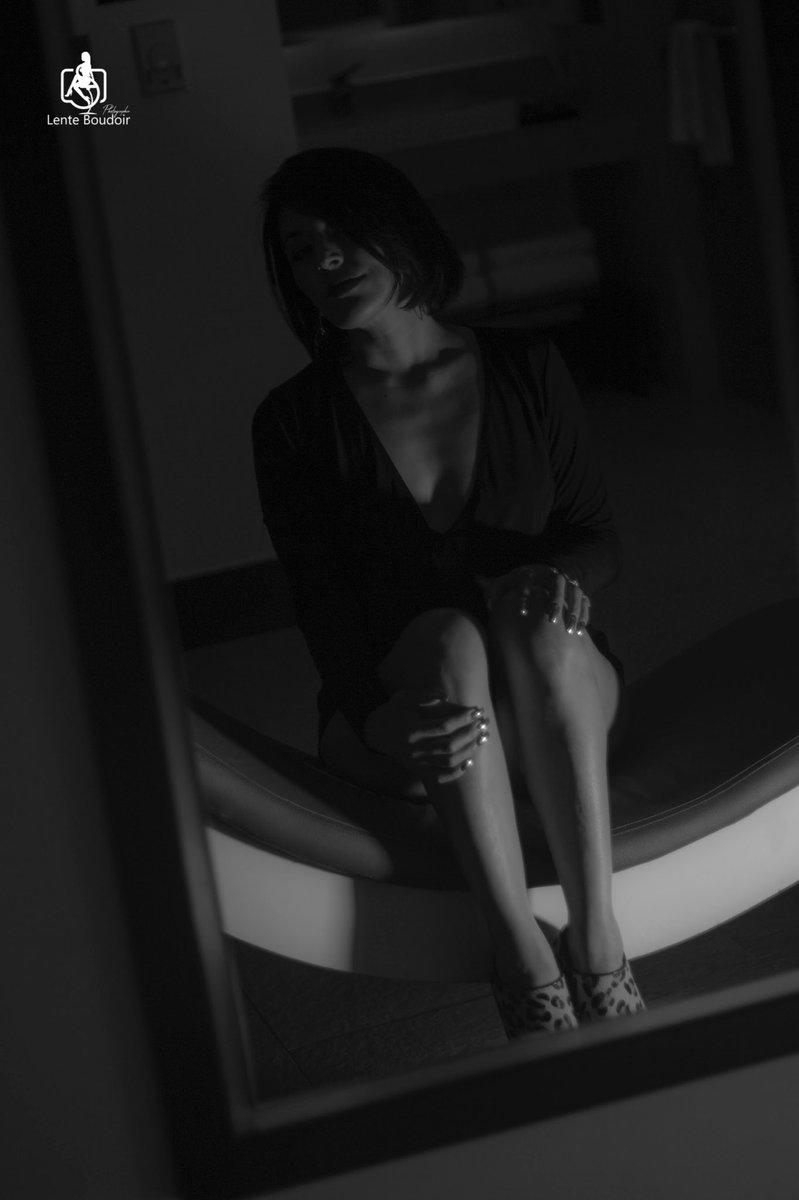 Hay que ir cerrando ciclos y abriendo más los ojos... @DannsVega  Mi musa: @nayensss1  Locación: @VMotelBoutique  #MusaDeLenteBoudoir  #QuieroPosarParaLenteBoudoir  #ViveLaExperienciaBoudoir  #SoyTotalmenteBoudoir  #boudoirphotography  #Boudoir  #AgendaTuSesión pic.twitter.com/UtKDTabx6X