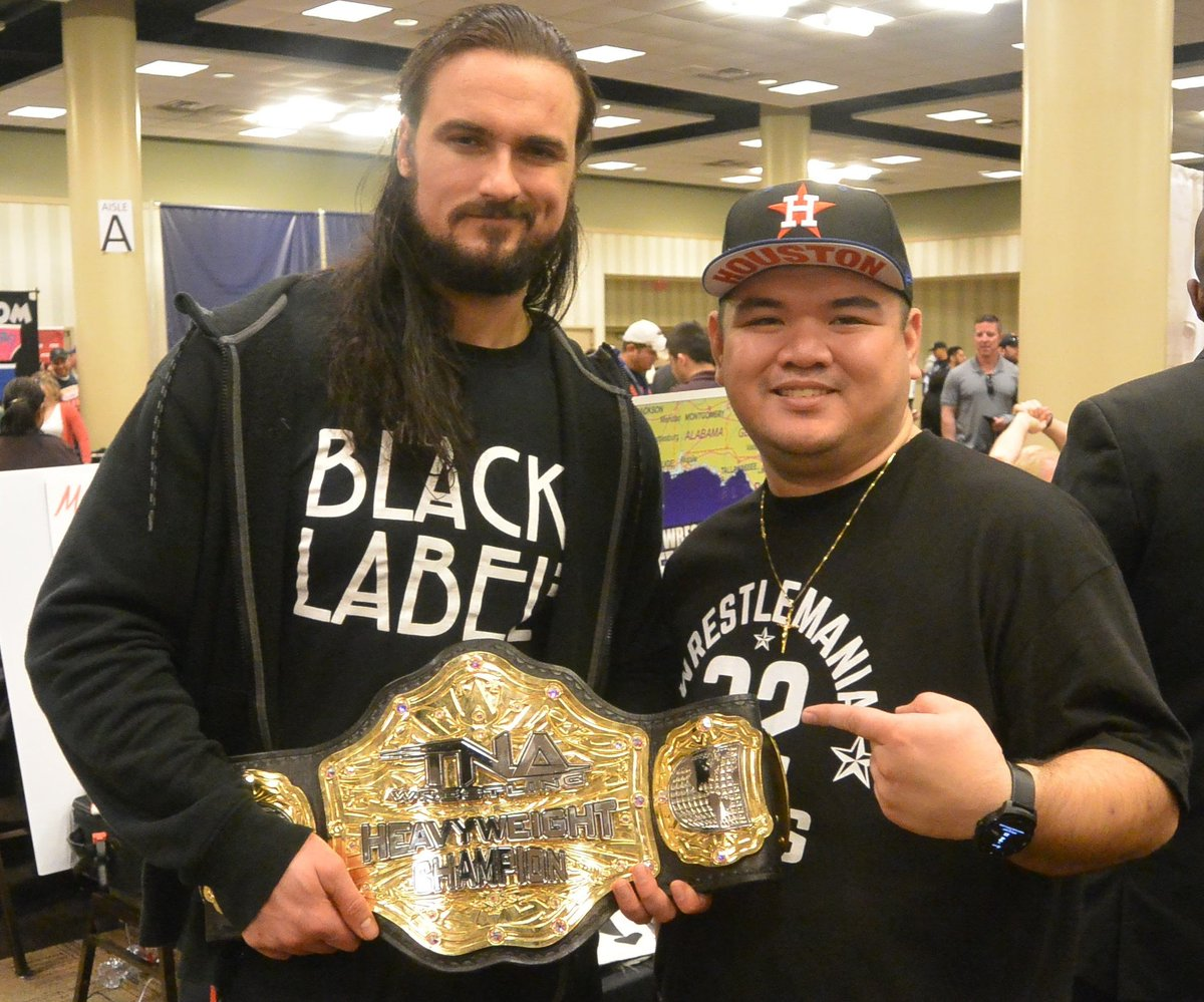 4 years ago I met @DMcIntyreWWE at @wrestlecon in Dallas before WM32, it wasnt the popular opinion that he was the TNA Champion, today he became WWE Champion