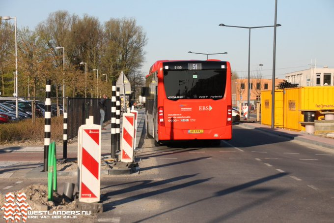 Bus in botsing met fietser https://t.co/V4DhEAMSNo https://t.co/I6ro1q1wrw