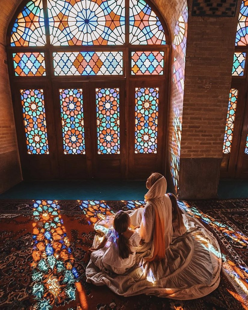 The #Family who prays together, stays together! #Meditation on #light at #NasirOlMolk mosque in Shiraz. Image via #CZWoronas. #architecture #art #lifestyle #prayer #travel #LoveIRANpic.twitter.com/qVvHwWJKYi