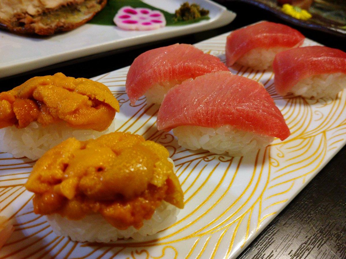 軍艦でない! ウニのにぎり食べたの 初めてかもしれない!あまーい!#ウニ #にぎり #寿司pic.twitter.com/uvCEBpjTOa