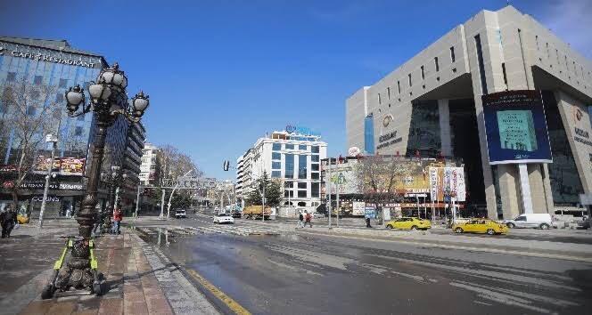 Türkiye'deki topluluk hareketliliğinde azalma: - Alışveriş ve eğlence alanlarında yüzde 75 - Market ve eczane alanında yüzde 39 - Parklarda yüzde 58 - Toplu taşıma alanında yüzde 71 - İş yerlerinde yüzde 45 pic.twitter.com/Nu2XkTkQ7F