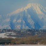 Image for the Tweet beginning: 【せいやコンシェルジュ】北海道のオススメ作品 利尻富士、塩狩峠、湿原と根室本線、日高本線の夕暮れです。ご検討くださいませ。