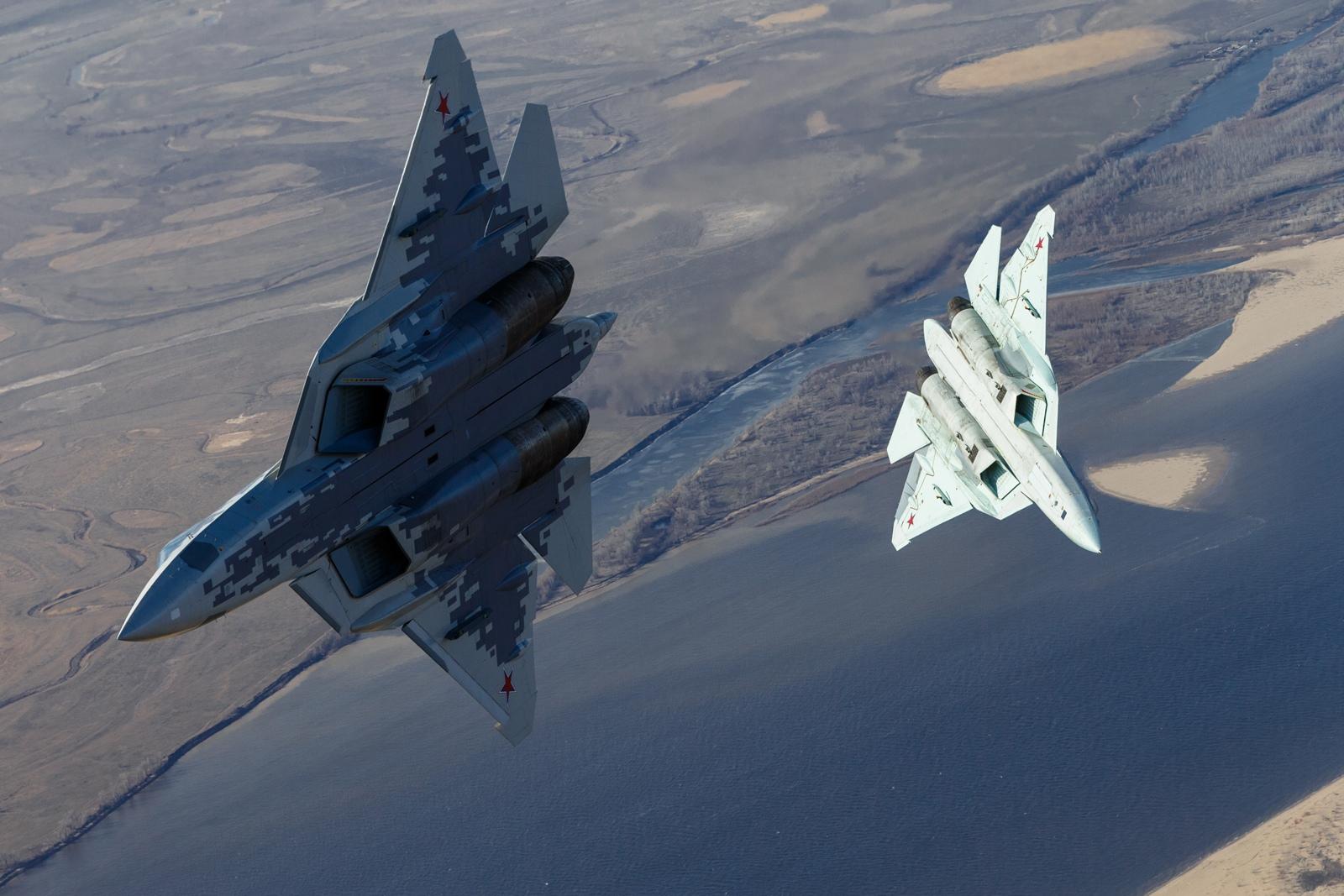 Su-57 Stealth Fighter: News #6 - Page 6 EU5jJK0UYAALFrs?format=jpg&name=large