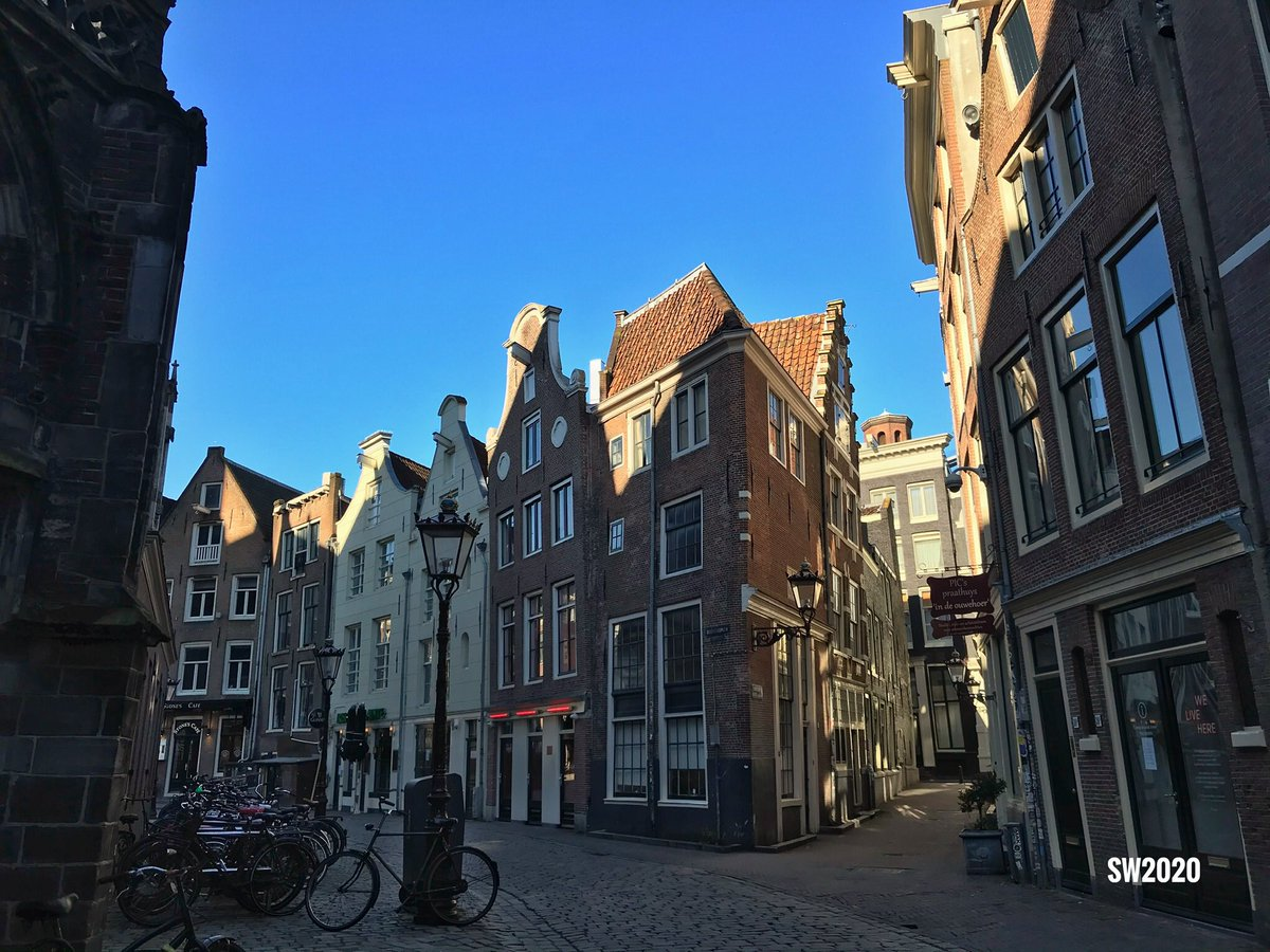 Looking towards the Oudekerksplein in #Amsterdam pic.twitter.com/TS35hOkTKR
