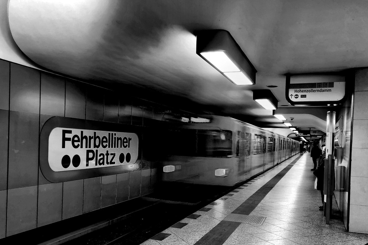 We are starting the new week with verve #berlin #photography #photo #blackandwhite #monochromepic.twitter.com/pdv6y6faNm