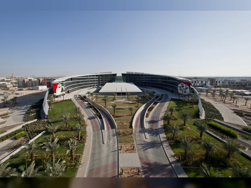 الرئيس الأعلى لـ #جامعة_الإمارات سعيد غباش: نبحث عن ممارسات فعالة لتكييف أنظمة الاختبارات والدرجات بحيث لا يستبعد ولا يتأثر أي طالب وسنحتفي بخريجي 2020 افتراضياً. #صحيفة_الخليج