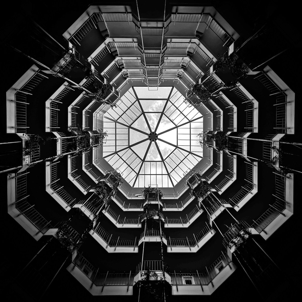 Built in 1984 by the architect Gottfried Böhm - today under monument protection.   #blackandwhitephotography #blackandwhite #architecture #streetphotography #visit_berlin #Berlin #stayhealthypic.twitter.com/XzrZEtjHTj