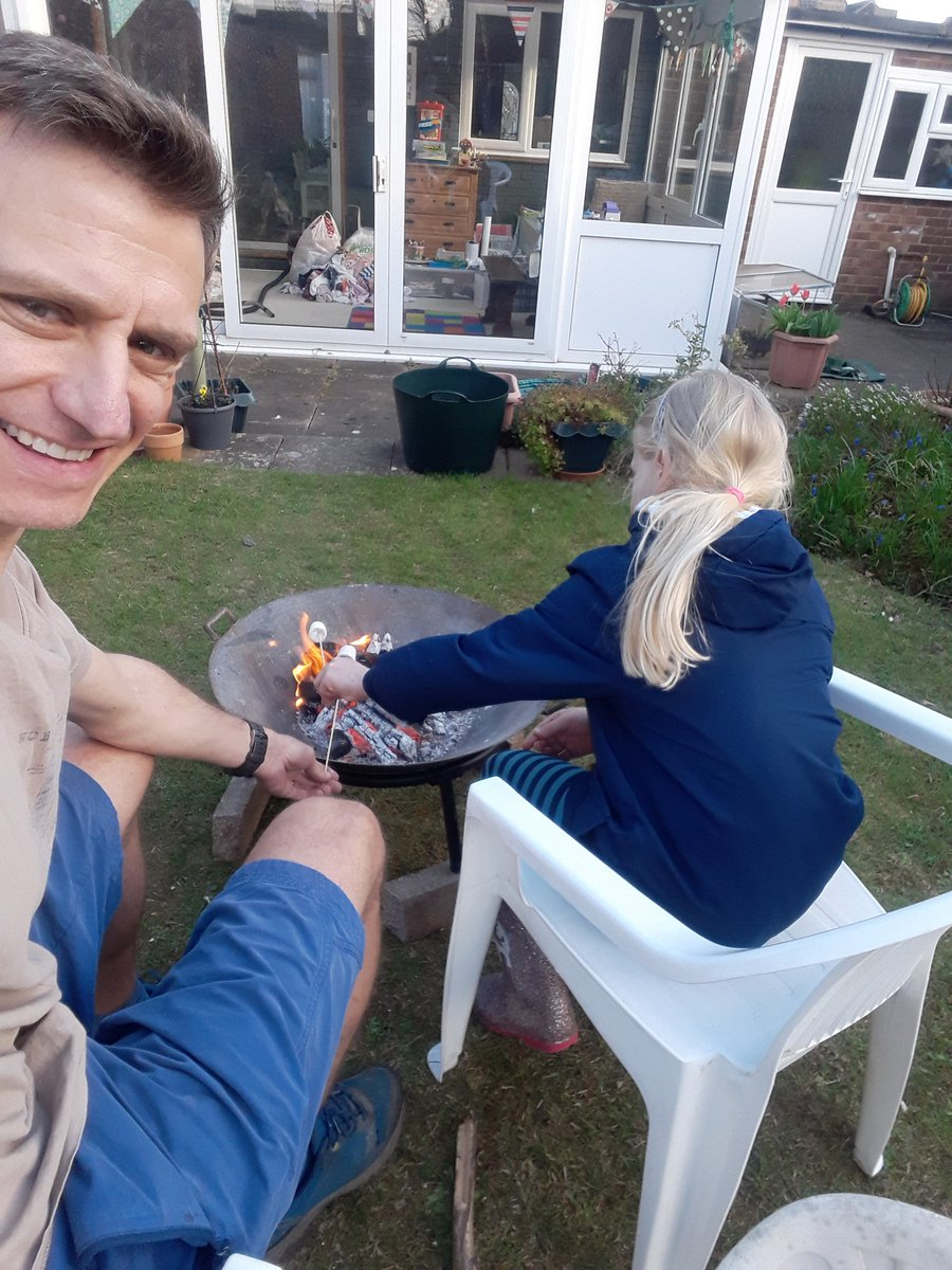 RT @stuart_strange: Yesterday we cooked on the fire pit (spuds,sausages,bread twists, mallows),watch the moon through the telescope then sleep in the tent.Lovely evening #GetOutside #Lutonoutdoors #366outdoorchallenge #activebedfordshire #staylocal @ActiveLuton @OSleisure @teamBEDS @becky_traveller