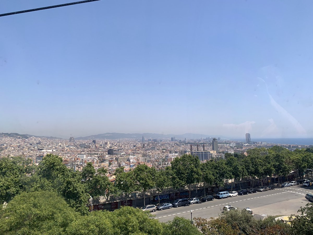 Where would you like to be if it was a 'normal Easter' just now? I Would love to be in Barcelona right now. #Barcelona #barcapic.twitter.com/m7MMbHhR78 – at Telefèric de Montjuïc